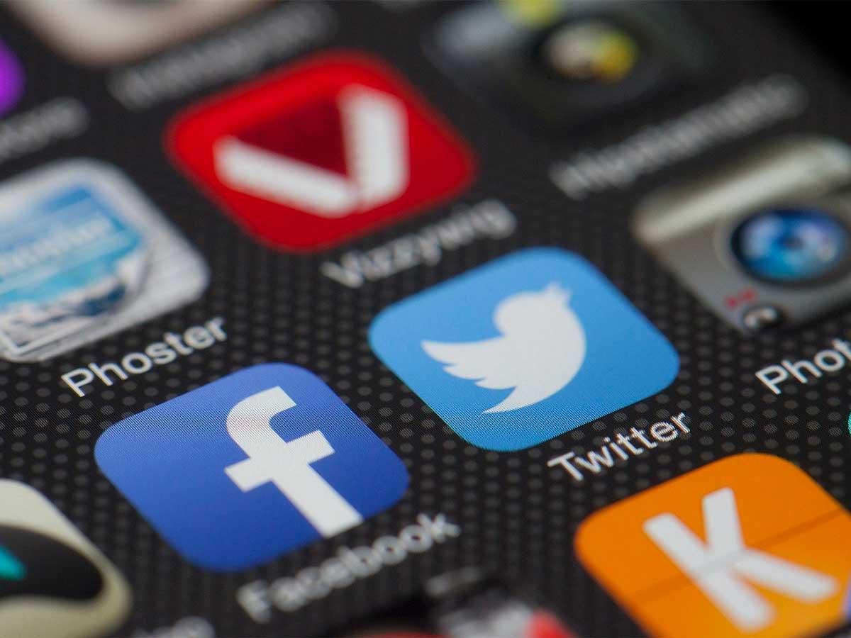 Pantalla con iconos de redes sociales